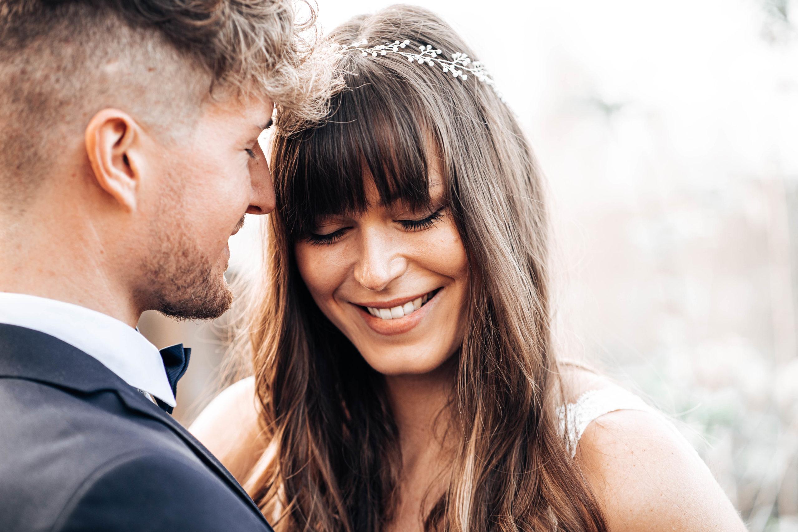 Hochzeitspaar Braut lacht
